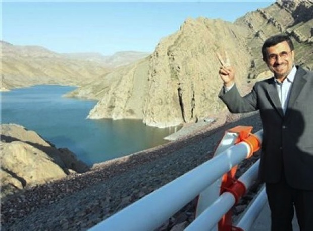 Ahmadinejad's journey to Sine; the policy of constructing 11 dams