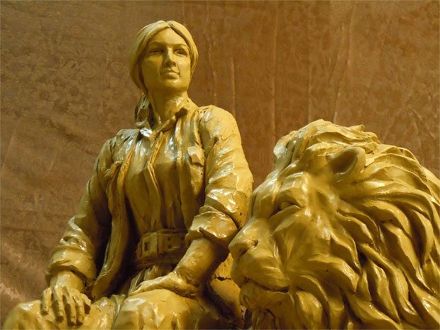 Heroines of Kobanê statues is the latest work of the famous sculptor by Hadi Ziaoddini
